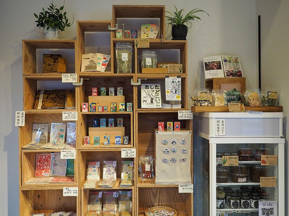 お土産と喫茶 足立のお土産棚
