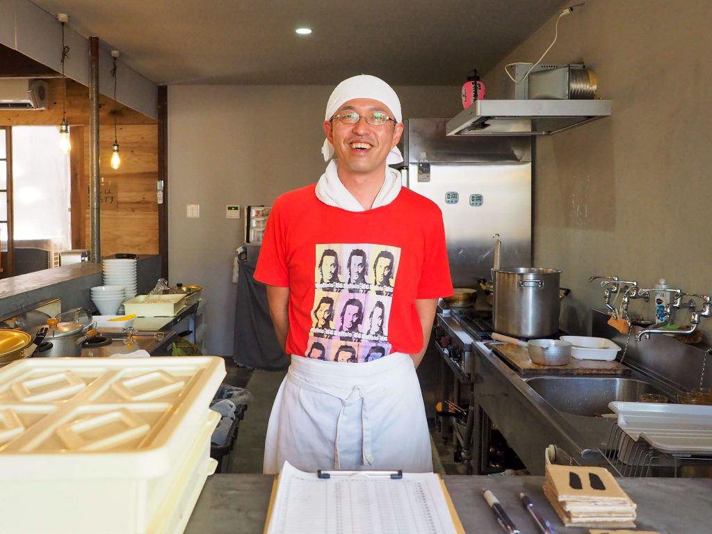 吉見製麺所の店主の笑顔